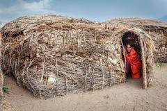 Masai i henne hus Arkivfoton