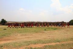 Masai - il Kenya - Africa di camminata fotografie stock libere da diritti