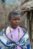 MASAI MARA, KENIA - septiembre, 23: Mujer joven del Masai en Septembe Fotografía de archivo libre de regalías