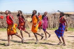 MASAI MARA, KENJA, AFRYKA FEB 12 Masai wojownicy Zdjęcia Stock