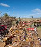 MASAI MARA, KENYA, AFRIKA FEBRUARI 12 Masailokal Arkivfoto