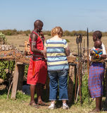 MASAI MARA, KENYA, AFRIKA FEBRUARI 12 Masaiman och Royaltyfri Bild