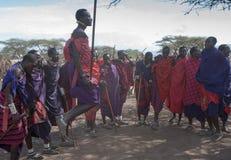 Masai sautant Photos libres de droits