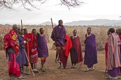 Masaimara strijders het dansen royalty-vrije stock afbeeldingen