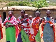Masaivrouwen met jonge geitjes Royalty-vrije Stock Foto