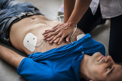 Masaje cardiaco Fotografía de archivo libre de regalías