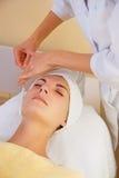 Masaje criogénico facial Foto de archivo libre de regalías