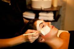 Masaje de cara. Tratamiento del balneario. Imagenes de archivo