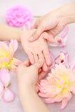 Masaje de la mano Foto de archivo libre de regalías