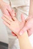 Masaje de la mano Fotografía de archivo libre de regalías