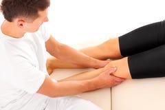Masaje de la pierna Imagen de archivo libre de regalías
