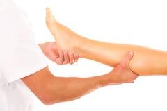 Masaje de la pierna Fotos de archivo