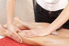 Masaje de la pierna Foto de archivo libre de regalías