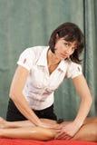 Masaje de la pierna Fotografía de archivo