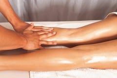 Masaje de la pierna Imágenes de archivo libres de regalías