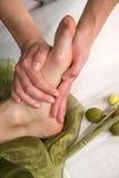Masaje de la planta del pie del pie Imagenes de archivo