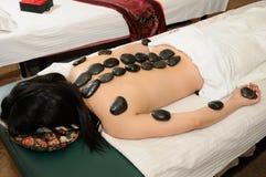 Masaje de piedra caliente Imagenes de archivo