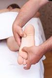 Masaje del pie Fotos de archivo libres de regalías
