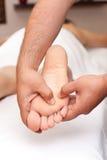 Masaje del pie Imágenes de archivo libres de regalías