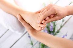 Masaje del pie Fotografía de archivo