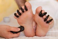 Masaje del pie de la relajación Fotografía de archivo