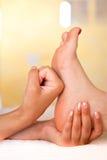 Masaje del pie de la relajación imagen de archivo