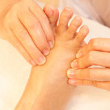 Masaje del pie del Reflexology Foto de archivo libre de regalías