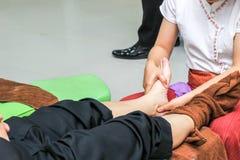 Masaje del pie para la salud foto de archivo libre de regalías