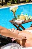 Masaje del verano en la piscina Imagen de archivo libre de regalías