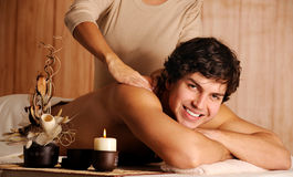 Masaje masculino de la relajación que consigue foto de archivo libre de regalías