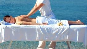 masaje por el mar Imagen de archivo libre de regalías