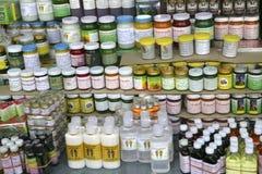Masaje tailandés, aceites herbarios y accesorios del masaje Foto de archivo libre de regalías