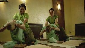 Masaje tailandés en el balneario almacen de metraje de vídeo