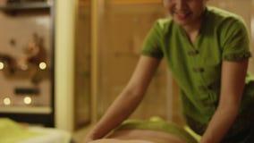 Masaje tailandés en el balneario metrajes