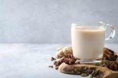 Masala chai con le spezie Immagini Stock