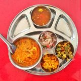 Masala del pollo e masala di bhindi Fotografie Stock