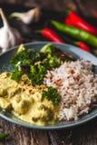 Masala fatto a mano di tikka del curry del pollo con riso basmati e il brocco Fotografia Stock