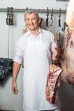 Masarki mienia mięso Z haczykiem W Butchery Obraz Royalty Free