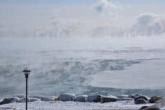 Masas de hielo flotante de hielo Sheldon Lookout Lake Ontario Imágenes de archivo libres de regalías