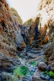 Masca深峡谷作为徒步旅行者的凹道在特内里费岛 库存照片