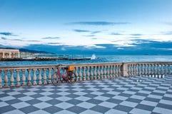 Mascagni terrass och hav i Livorno. Tuscany - Italien. Royaltyfri Fotografi
