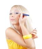 mascara κοριτσιών βάζει το λευ& Στοκ Φωτογραφίες