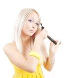 mascara κοριτσιών βάζει Στοκ εικόνες με δικαίωμα ελεύθερης χρήσης