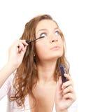 mascara девушки кладет Стоковое фото RF