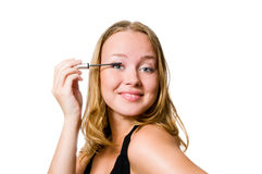 Женщина прикладывая mascara Стоковые Фото