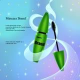Mascara met borstel in groen, een affiche, een banner op een lichte gevoelige achtergrond met flarden en lovertjes Royalty-vrije Stock Foto's