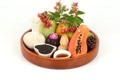 Mascarilla para el tratamiento del acné con aceite de la papaya y de sésamo a la superficie lisa Imagenes de archivo