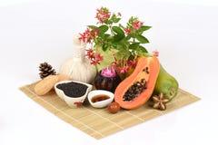 Mascarilla para el tratamiento del acné con aceite de la papaya y de sésamo a la superficie lisa Imágenes de archivo libres de regalías