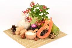 Mascarilla para el tratamiento del acné con la papaya y el yogur Fotos de archivo
