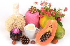 Mascarilla para el tratamiento del acné con la papaya y la leche fresca Fotos de archivo